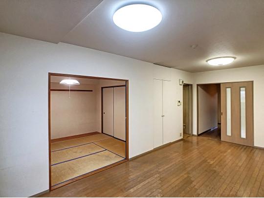 和室台所廊下とアクセスしやすいリビングです。