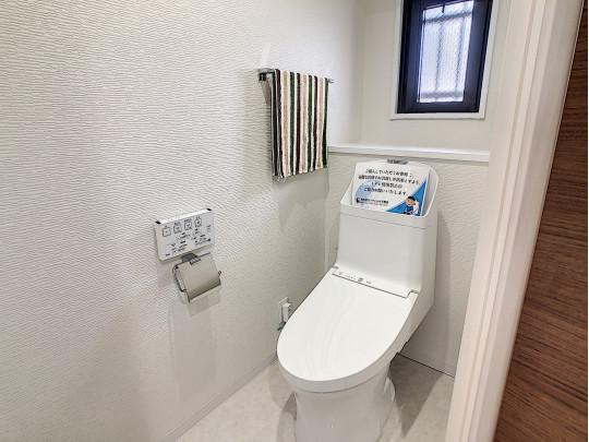 窓付きが嬉しいトイレです