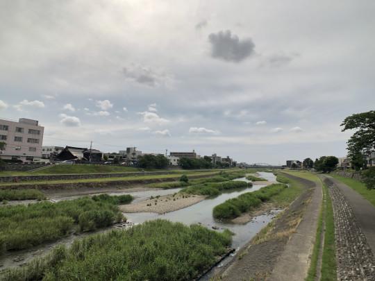 犀川まで徒歩1分!四季を感じる暮らしができそうです