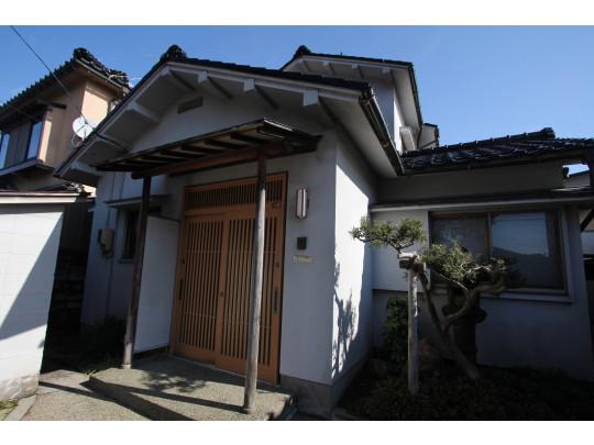古家付き土地での売出です。昭和39年築の建物です。解体相談可