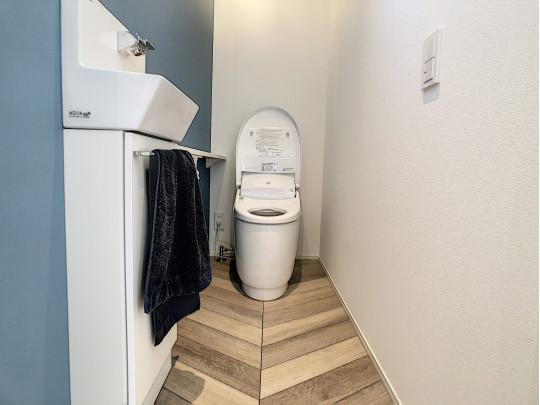 手洗い場が別にあるトイレ