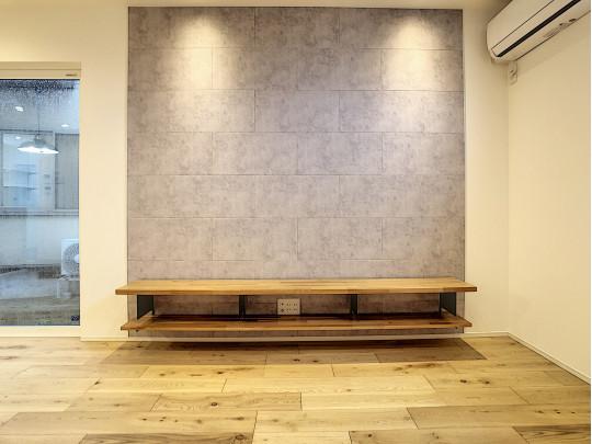 調湿作用のある珪藻土を用いたコンクリート調のデザイン壁です