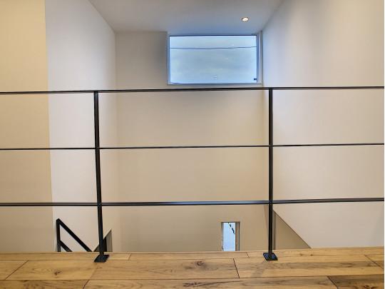 玄関は吹き抜けで2階も明るい空間が広がります