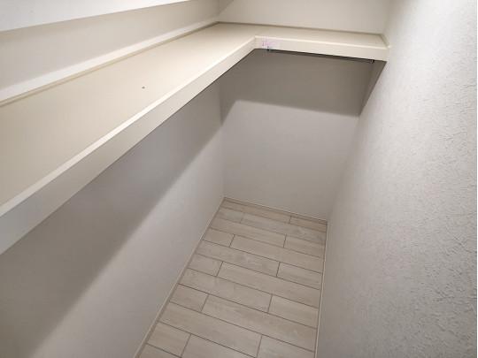 ウォークイングローゼットです。歩いて入れる便利な収納スペース