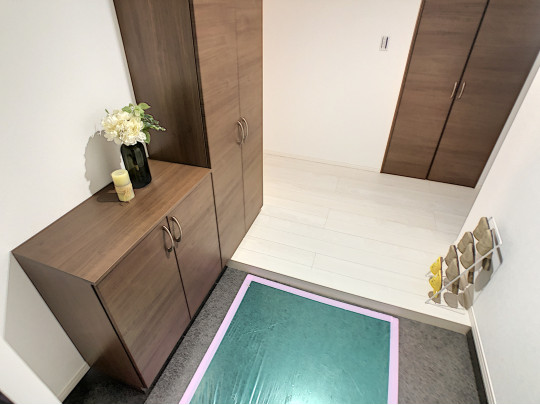 大きなシューズボックスのある玄関は常に片付き、お客様をお迎えできます