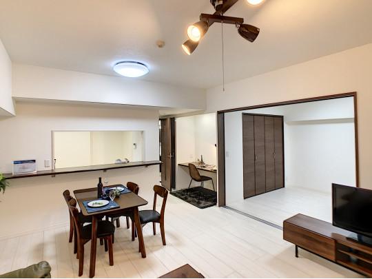 高級感のある家具の似合う、建具とフローリングです