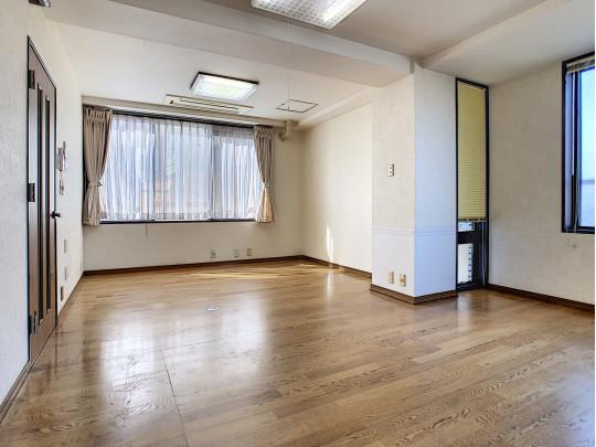 珍しいメゾネットタイプのマンションは家族のプライベート性の高い間取りです
