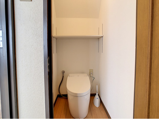 稼働棚つきのトイレは収納に困りません