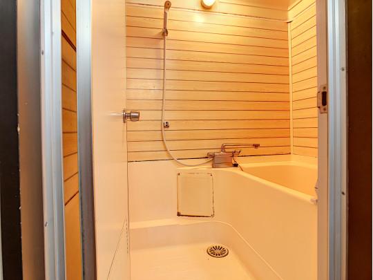 あたたかみのある浴室です