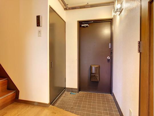 玄関廊下から階段をのぼって自室に。家族のプライベート空間を確保できます