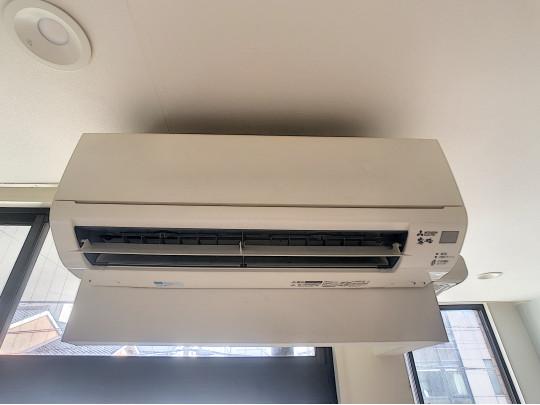お引っ越し後すぐに快適にお過ごしいただけるエアコン完備です