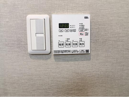 浴室は、追い炊き機能、浴室乾燥機と浴室暖房機能付き