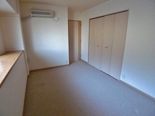 7帖の洋室です。収納スペースも付いた、スッキリとしたお部屋に!
