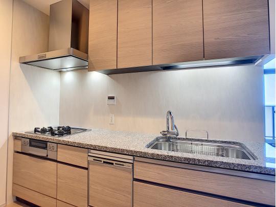 プライベート感あるキッチンはお料理のにおいも居住空間へ広げにくい