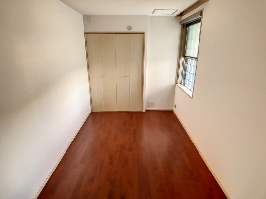洋室にある大きな収納はお部屋をすっきりさせてくれます