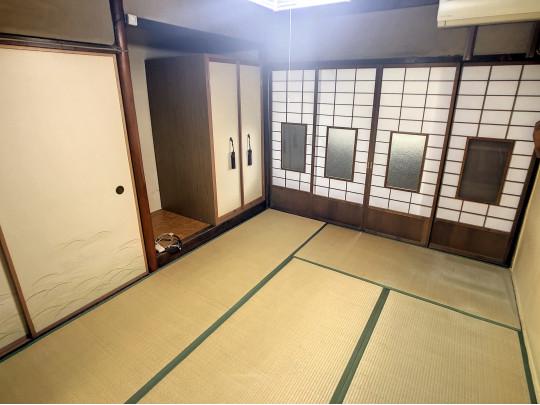 しっとりと落ち着いた雰囲気の和室