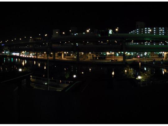 リバーサイドで夜は夜景が楽しめます。