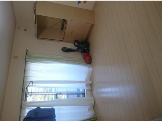2階子供部屋です。明るく清潔感があります。収納も大容量で、天井にはグルニエがあります。