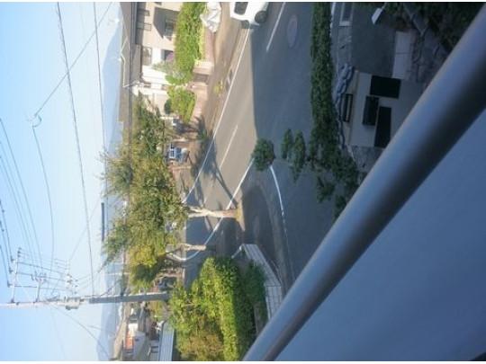 広々とした前面道路です。幅が12m以上あります。