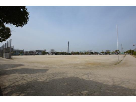 隣接する粕屋中央スポーツ公園です。