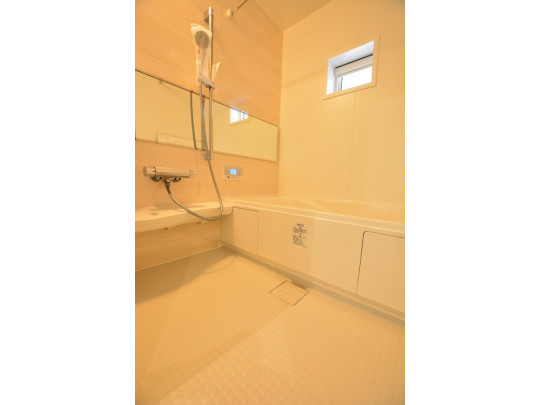 半身浴ができるエコベンチ浴槽は、赤ちゃんを入浴させる時も便利ですね♪ 換気窓付きなのでカビ対策に役立ちます^^