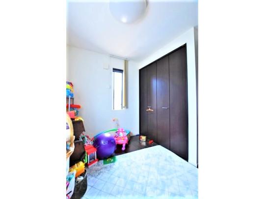 2階・お子様のお部屋にぴったりな洋室です。2階には吹き抜け部分をお部屋として改良できるよう、設計されております。