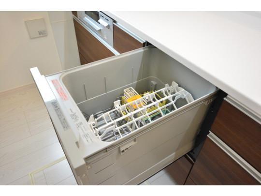 家事の負担を軽減する食洗機付きです♪
