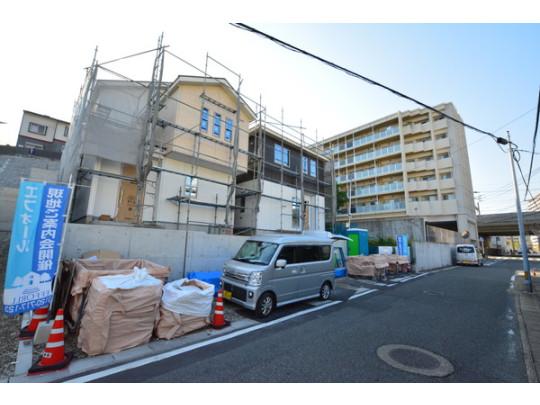 閑静な住宅街です。 JR鹿児島本線・西鉄貝塚線「千早」駅まで徒歩5分! Wアクセスで通勤通学に便利です!(^^)!