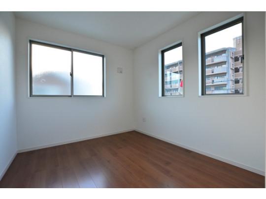 2階は洋室が3部屋あるので、お子様が大きくなっても安心ですね。