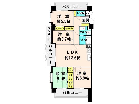 専有面積81.88m2、バルコニー面積24.38m2 リビングを中心に各部屋が配置された、一体感のあるセンターリビング設計です。家族が顔を合わせる事が多く、コミュニケーションが増えますね♪ 3面にバルコニーが配置されていて明るい室内空間です。