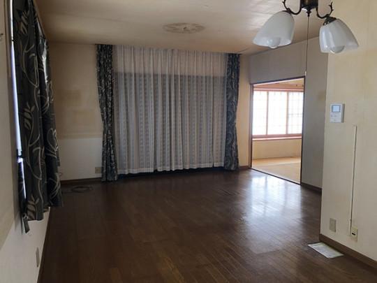 家族とのんびりした時間を過ごせるリビングです。和室とつなげる事で大空間になります。