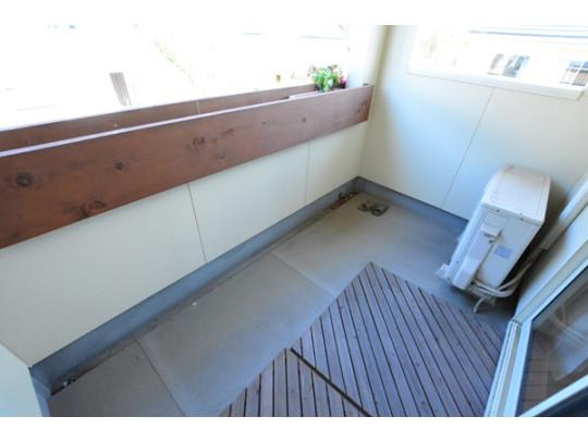 屋根付きインナーバルコニー。雨の日の洗濯も安心です^^