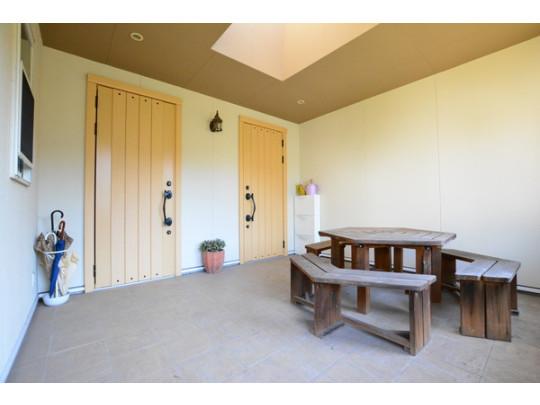 玄関や水廻りが2セットずつ備え付けられた二世帯仕様。