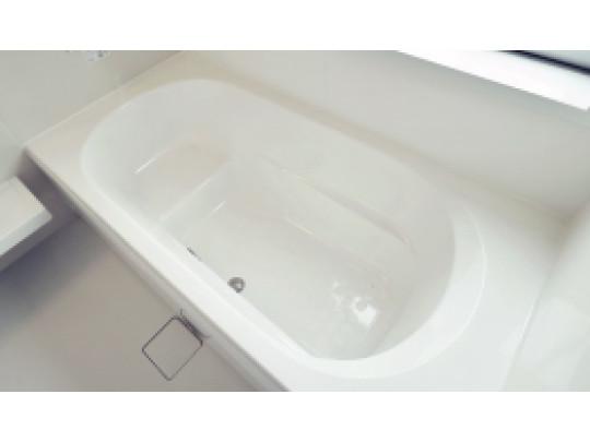 (イメージ)浴槽 デザイン性に優れた浴槽でゆったりとしたバスタイムを演出。ベンチ付きなので半身浴も楽しめます。