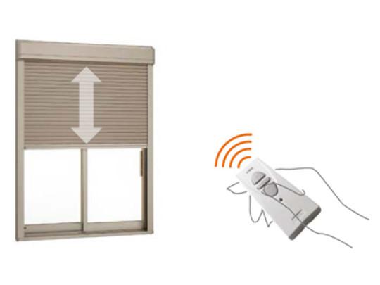 (イメージ)電動シャッター 開け閉めがリモコン一つで簡単に出来る電動シャッター(リビング掃出し窓)です。腰をかがめなくていいので、便利ですね◎