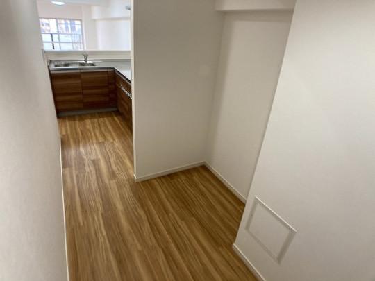 間取りを改装して冷蔵庫置場を拡張!キッチンスペースが広く家事もはかどりますね♪