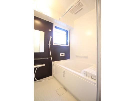 1日の疲れを癒す寛ぎのバスルーム。浴室乾燥機付きです☆