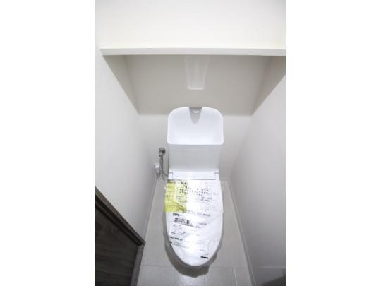 新品のトイレです。汚れも付きにくくお手入れもしやすいです。