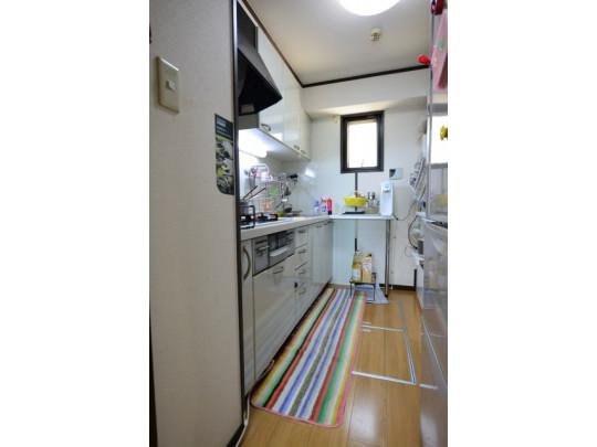 キッチンに窓があり、明るく、換気できるのも嬉しいポイント♪