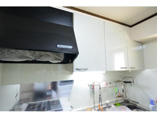 キッチン上部に収納があるので、スッキリ片付きますね♪