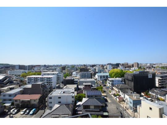 10階からの眺望。周りに高い建物もないので日差しを遮る心配はありません(^^)