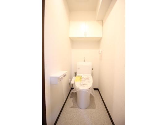 温水洗浄便座つきのトイレです。