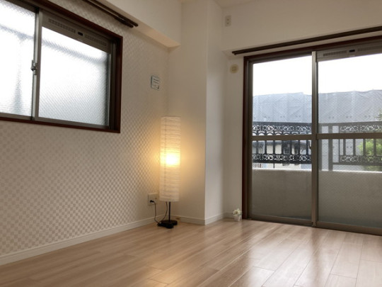 二面採光で明るく風通しの良い洋室です♪