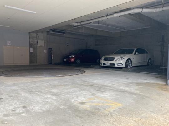 敷地内駐車場です。空き情報は要確認(^^)